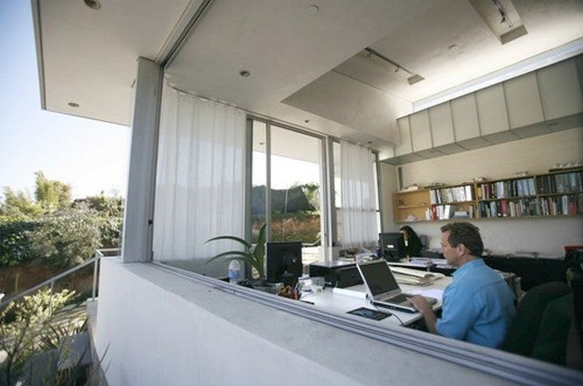 Wide Open Windows: An Airy Los Angeles Home Office