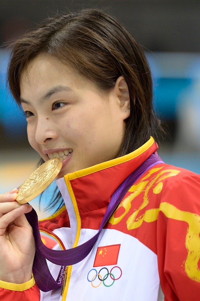 Chinese Diver Wins Gold, Is Finally Told That Her Mother Has Cancer And Her Grandparents Died A Year Ago