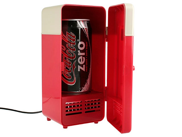 USB Mini Fridge Chills Drinks Fast Right at Your Desk