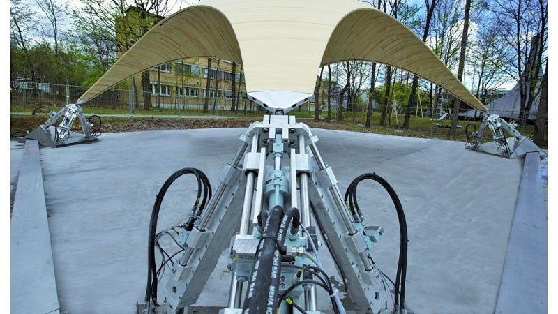 Hydraulics Let This Lightweight Roof Automatically Adapt To Changing Stresses