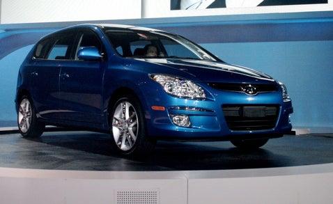 Chicago Auto Show: Hyundai Reveals 2009 Sonata, Elantra Touring And i-Blue Fuel Cell Concept