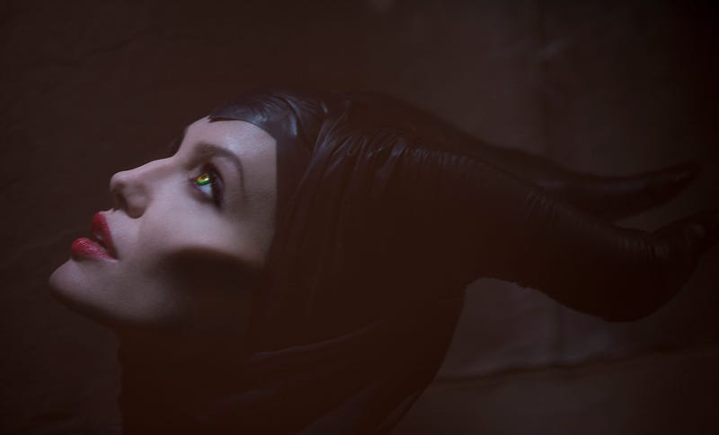 First official look at Angelina Jolie as the Evil Queen Maleficent