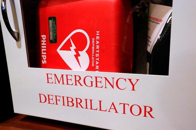 Widow: Husband's Hairy Chest Reason for Not Defibrillating on Flight