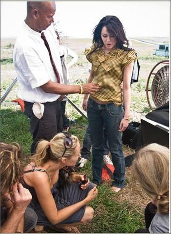 """How Vanity Fair """"Groomed"""" Miley Cyrus"""