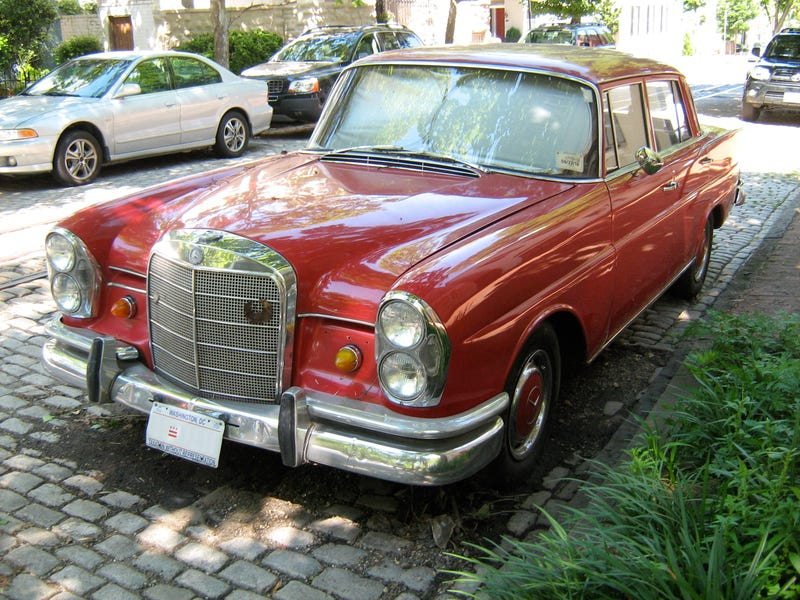I dreamt last night that I bought a 60s Mercedes Benz 230S