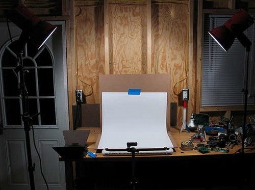 Build a Cheap DIY Tabletop Studio to Capture Great Small Object Photos