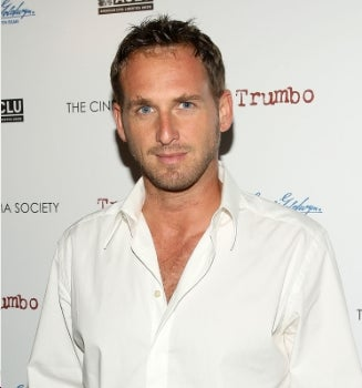 Josh Lucas Will Not Shut Up About Yoga