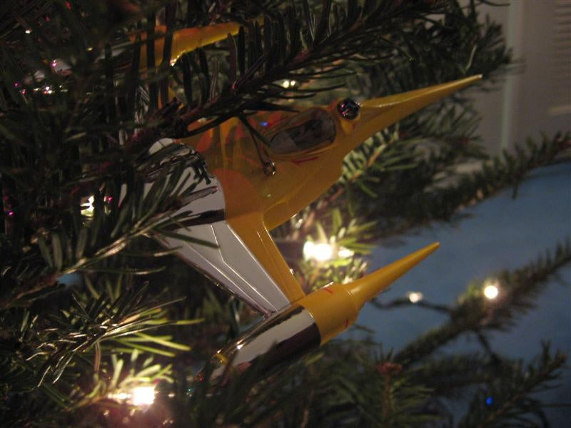 Best Xmas Tree Ever Has All the Sci-Fi Decorations You Can Imagine