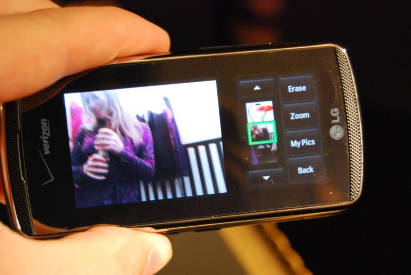 Hands On with Verizon's Janus-Faced LG VX8800 Venus (with Gallery)
