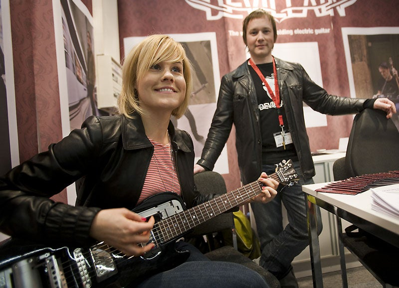 Centerfold Folding Guitar, Ready to Rock in 20 Seconds