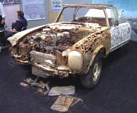 When Rust Attacks: Mercedes 230 SL Recovered After 30 Years in River
