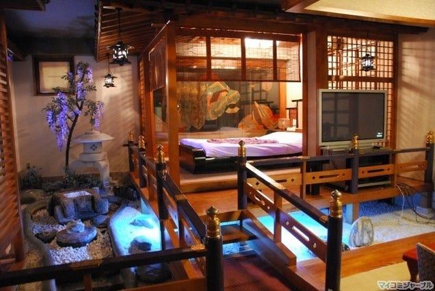 Inside japan 39 s pleasure hotels for Hotels japon