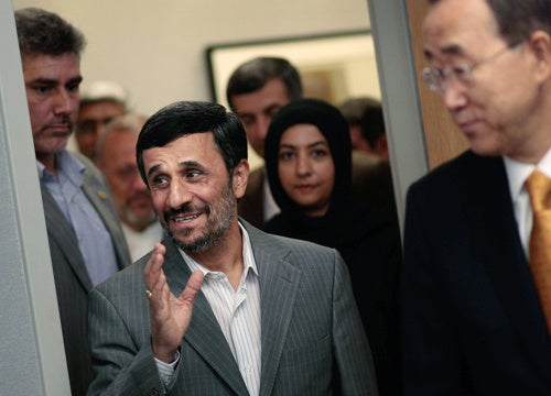 Ahmadinejad Wants Obama to Free Iranian Prisoners as 'Humanitarian Gesture'