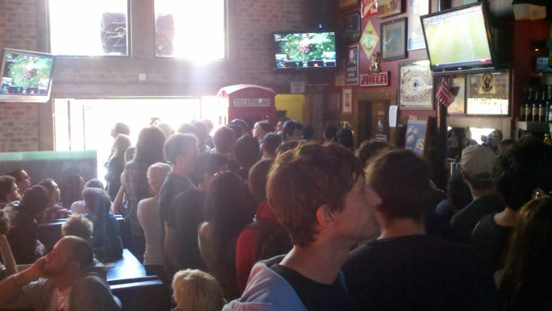 Forget Baseball and MMA, the Sport to Cheer for in this Bar was StarCraft
