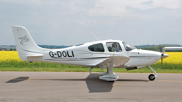 Do Pilots Hook Up With Flight Attendants? An Airline Pilot Answers