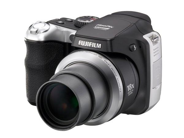 Fujifilm FinePix S8000fd has 8MP, 18x Zoom and 6400 ISO (Kinda)