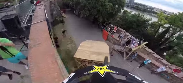 Crazy downhill city bike competition looks like a suicidal race