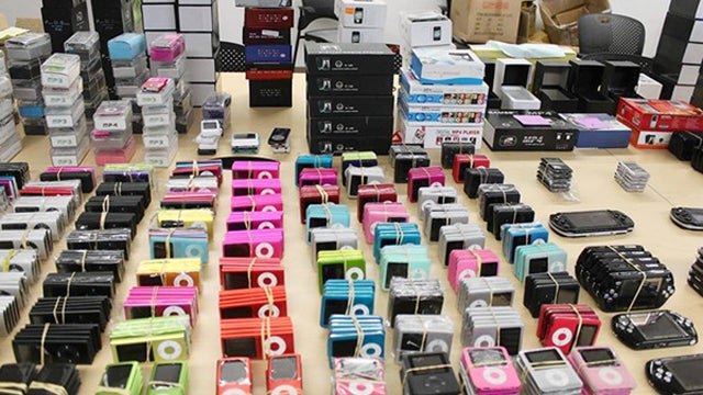 LA Cops Seize $10 Million Worth of Fake iPhones, iPods, and More