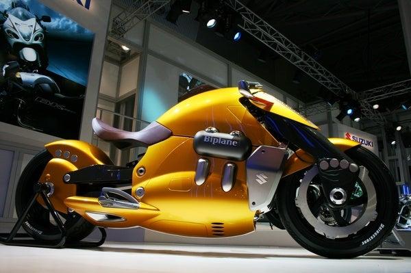 Suzuki Biplane Pities Harley-Davidson
