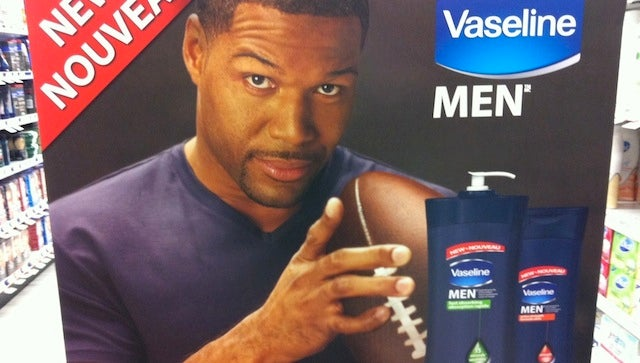 Gaah! Michael Strahan's Fingers Will Haunt Your Dreams