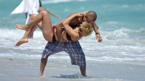 Mena Suvari's Boyfriend Is Quite The Bruiser