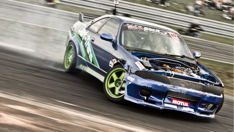 Your Ridiculously Drifty R33 Nissan Skyline Wallpaper Is Here