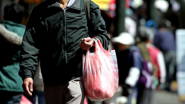 L.A. Votes to Ban Plastic Bags, Faces Still Okay