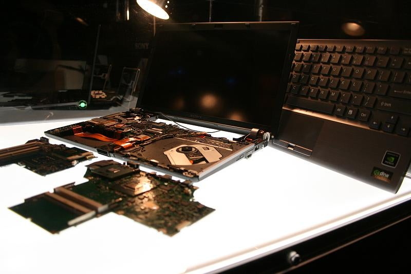 Hands On Sony Vaio Z-Series: World's Smallest, Lightest Blu-ray Laptops