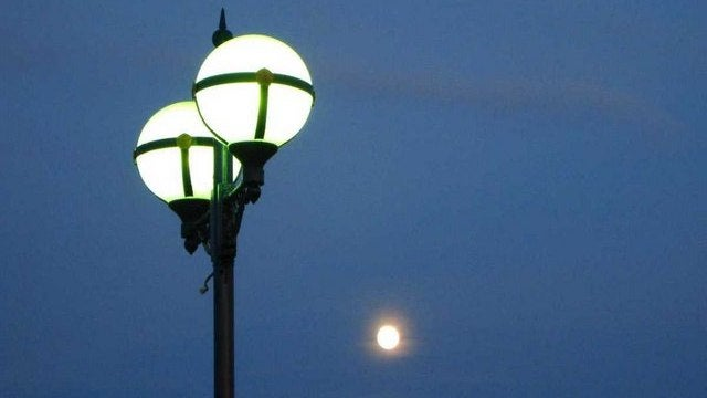 The people who can turn streetlights off just by walking by