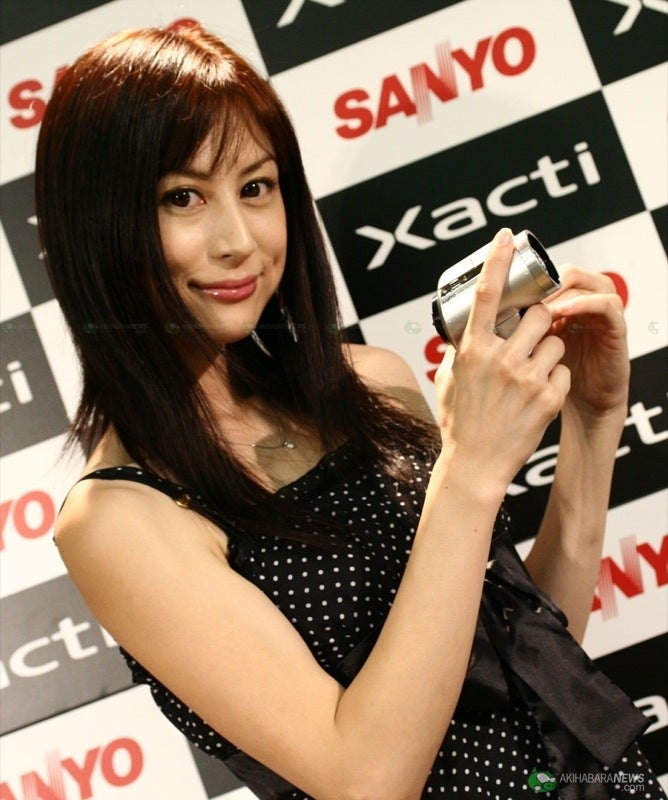 Sanyo's Xacti DMX-HD1000 is Full HD Video Cam, Silver and Gorgeous