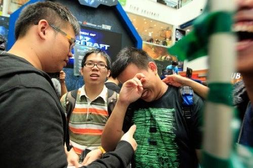 Singapore's Weepy StarCraft II Fan
