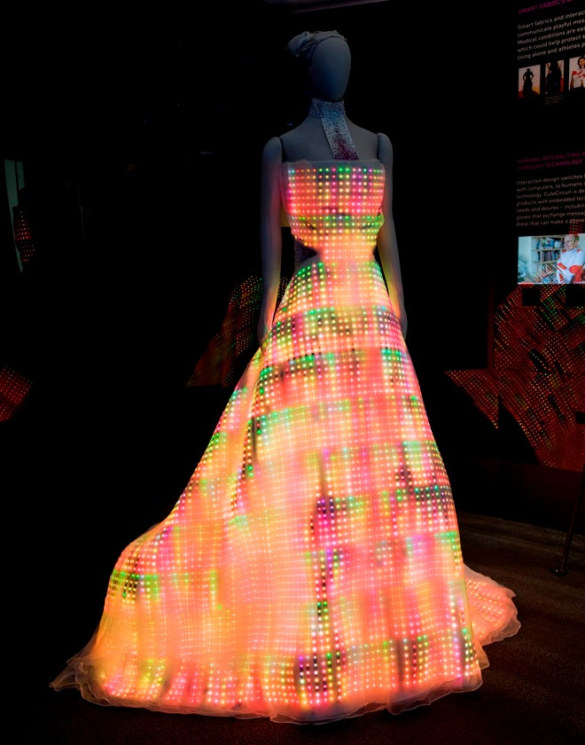 Beautiful Dress Made Out Of 24,000 LEDs