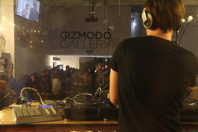 Watch Eclectic Method Perform at Gizmodo Gallery LIVE at 8:30PM
