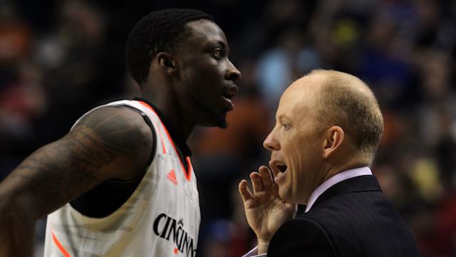 Plucky, Undersized Cincinnati Basketball Coach Is Unaware Of His Pluckiness