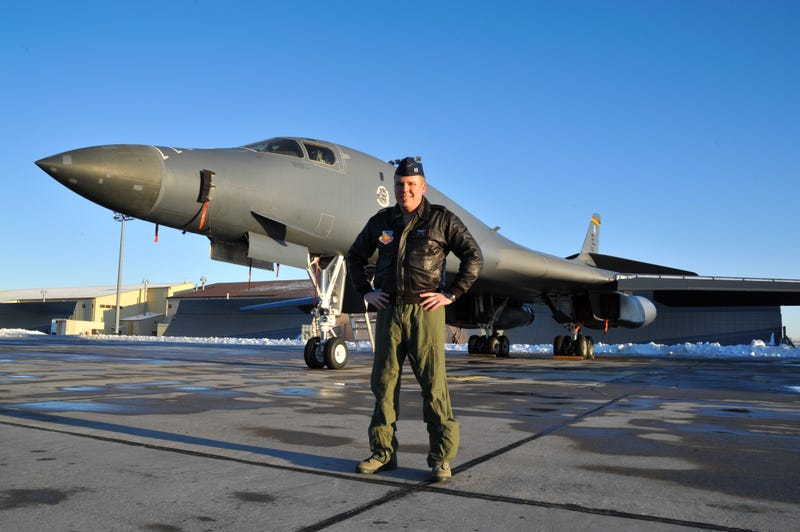Off-Duty Bomber Pilot Helps Land a United 737 After Captain Passes Out