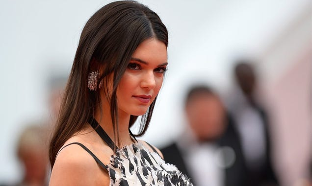 Kendall Jenner Threatens to Sue Waitress She Allegedly Threw Cash At