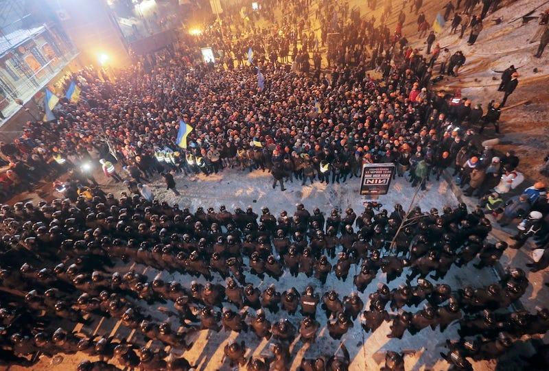 Ukrainian Police Retreat After Nighttime Raid Against Kiev Protestors