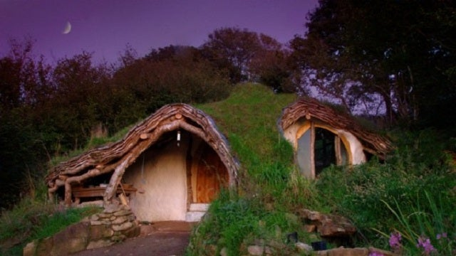 UK Man Builds Man-Sized Hobbit House for £3,000