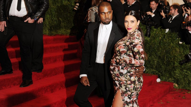 Celebrities Get Pregnant and Boldly Go Outside Just Looking Like That