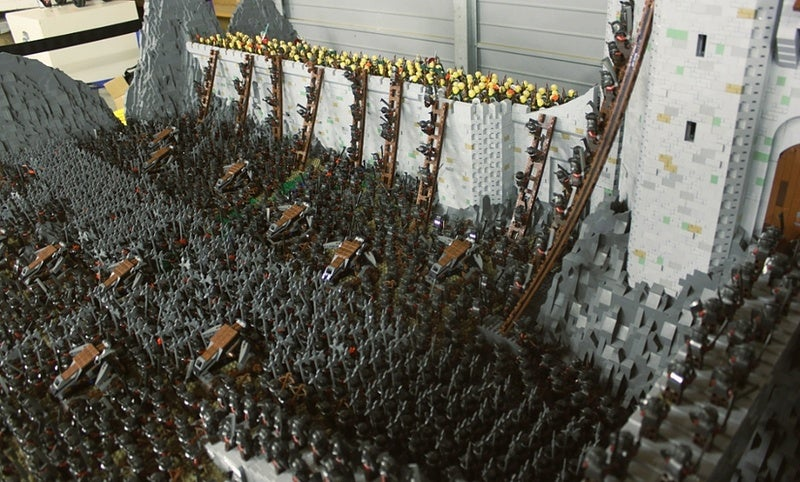"LEGO Helm's Deep Redefines The Term ""Epic Battle"""