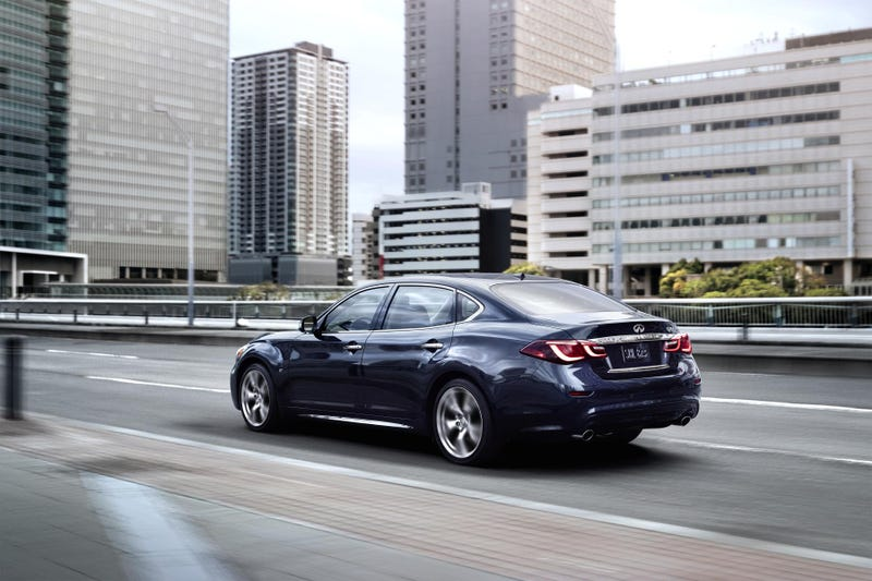 The 2015 Infiniti Q70 Is Longer For Your Pleasure