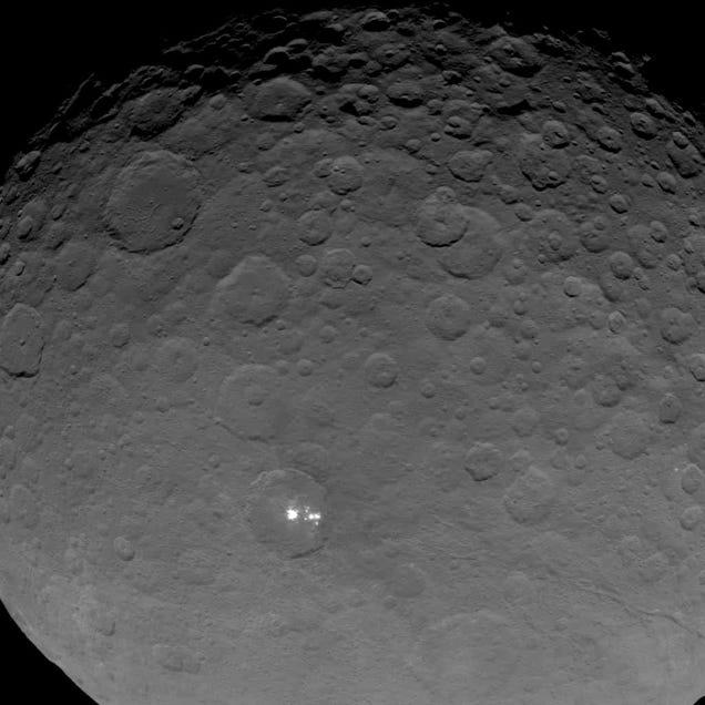 Los puntos brillantes del planeta enano Ceres vistos más cerca que nunca