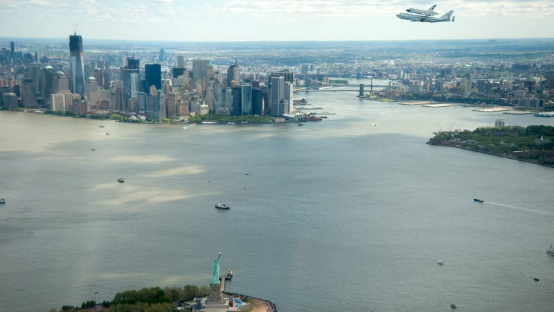 The Best Photos of the Space Shuttle Flying Over New York City