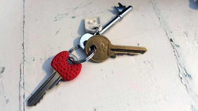 Add Sugru to Your Keys to Identify Them by Touch