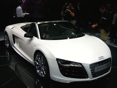 Audi R8 5.2 FSI Spyder Drops The Top, Side Blades