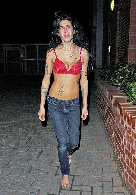 Amy Winehouse: Shirtless, Crying & Barefoot In London