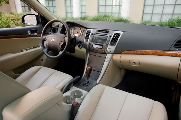 Chicago Auto Show: 2009 Hyundai Sonata Revealed, Now With Super-Capacity Cupholders