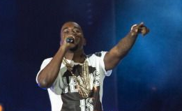 Kanye Gives Impromptu In-Flight Performance