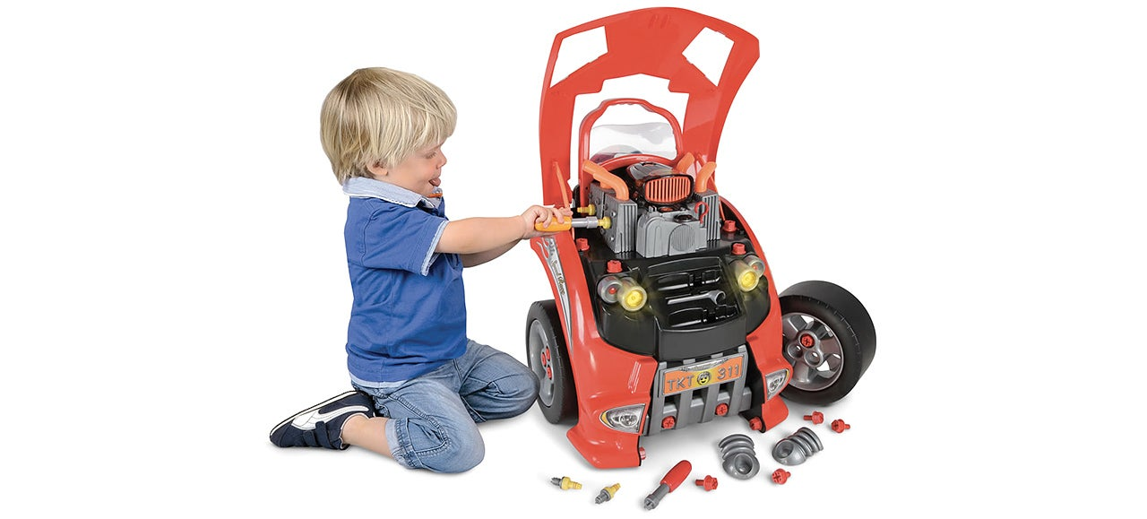 This playset teaches your kids how to take care of a real car for Motor kits for kids