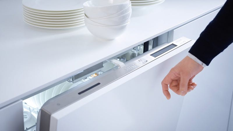 A Simple Knock Opens This Dishwasher, Keeping the Front Panel Clean